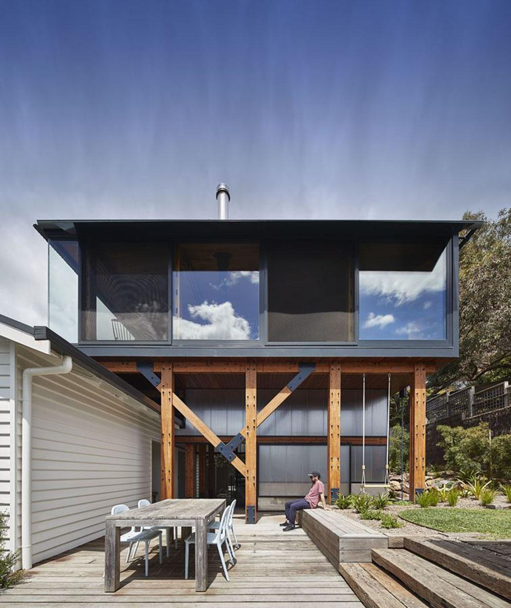 un agrandissement de maison en bois pour donner un coup de jeune une villa familiale sur la. Black Bedroom Furniture Sets. Home Design Ideas
