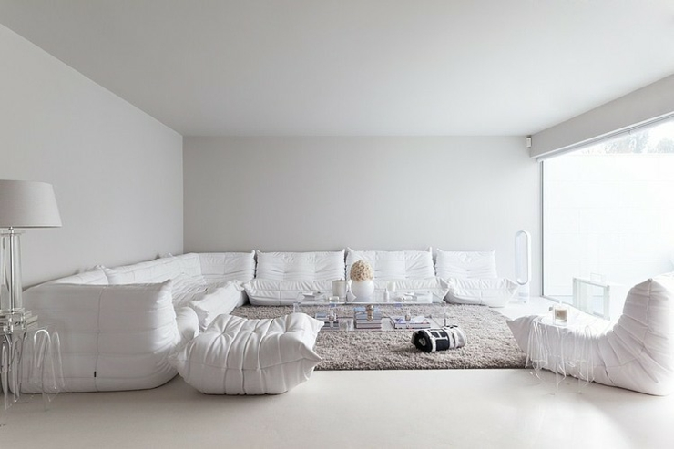 interieur maison tout blanc. Black Bedroom Furniture Sets. Home Design Ideas