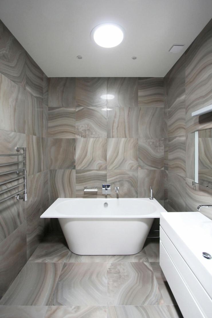 Appartement moderne am nag dans les combles d un immeuble for Salle de bain familiale