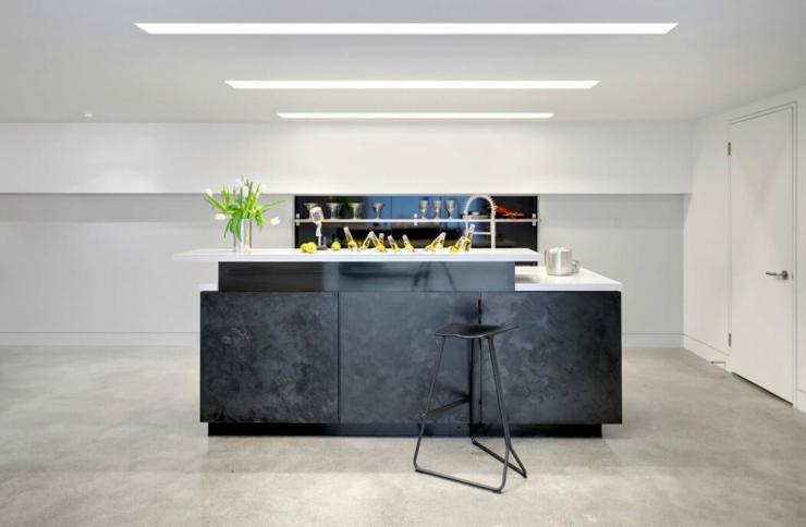 Ancien entrep t de fleurs transform en maison d for Bar design maison