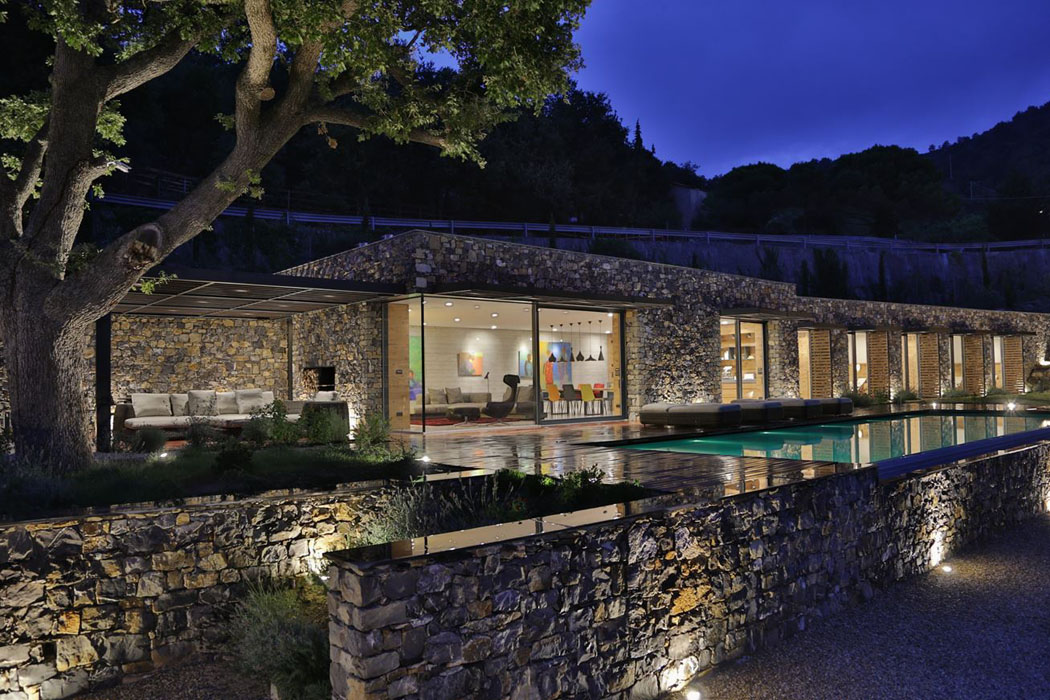 Magnifique villa moderne de plain pied situ e sur les for Exterieur villa moderne