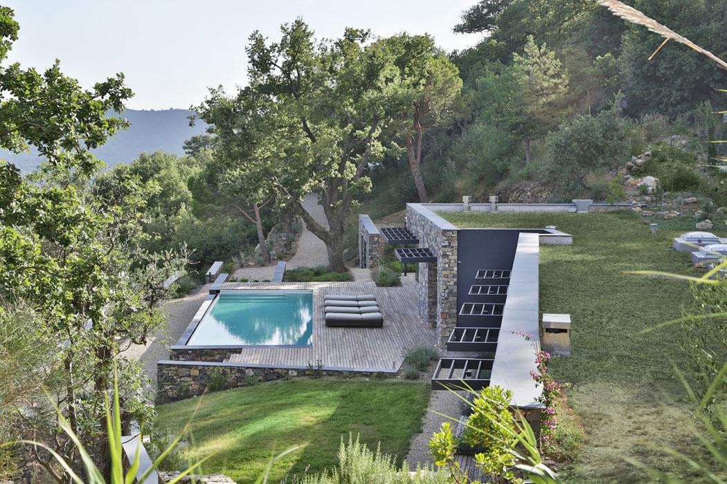 Magnifique villa moderne de plain pied situ e sur les for Belle architecture villa