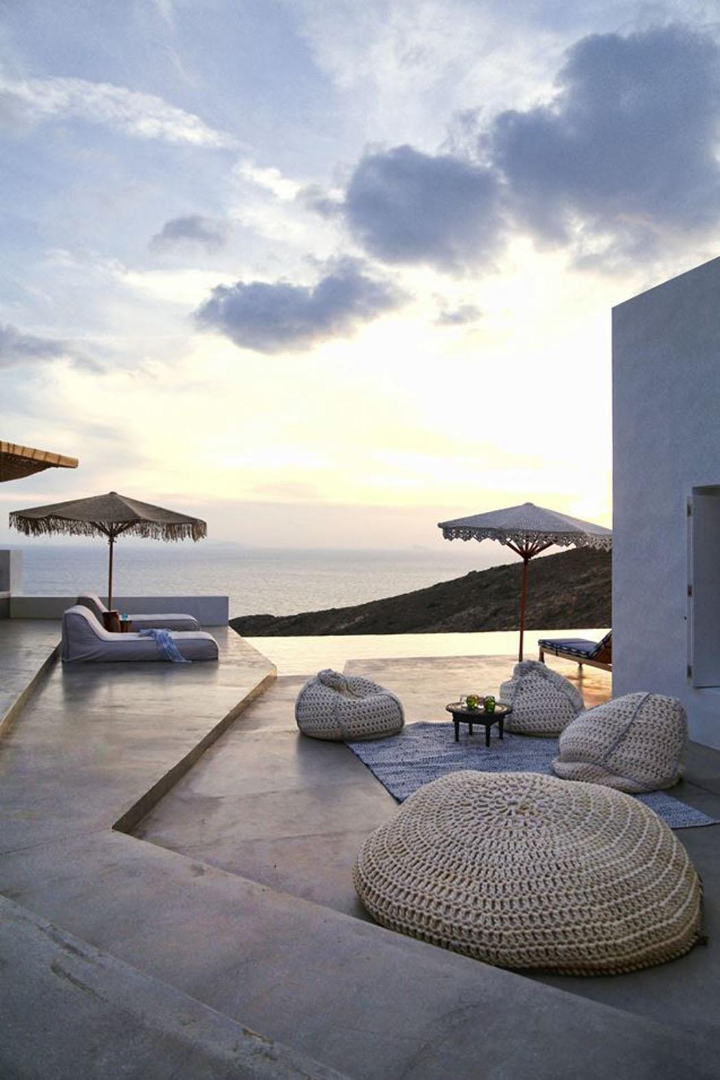 Une maison de vacances rustique en gr ce d voilant une - Residence de vacances gedney architecte ...
