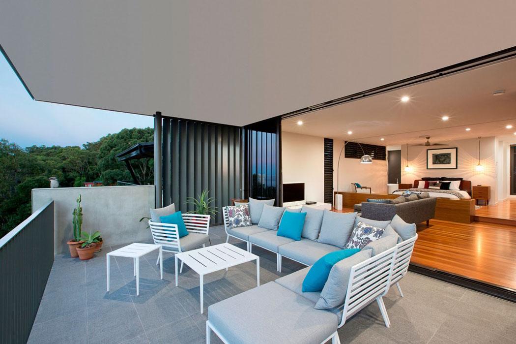 jolie maison r nov e avec belle vue sur la ville queensland australie vivons maison. Black Bedroom Furniture Sets. Home Design Ideas