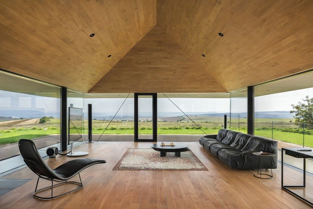 maison d architecte en bulgarie offrant une superbe vue panoramique vivons maison. Black Bedroom Furniture Sets. Home Design Ideas