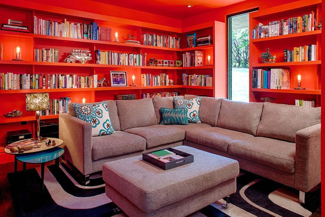 Belle maison r nov e au design moderne et d co contrast e for La maison de la bibliotheque