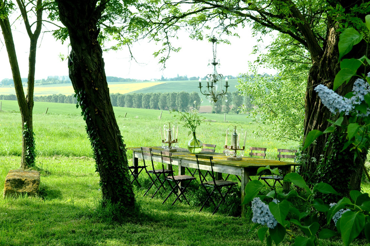 jolie maison de campagne au design romantique en france vivons maison. Black Bedroom Furniture Sets. Home Design Ideas
