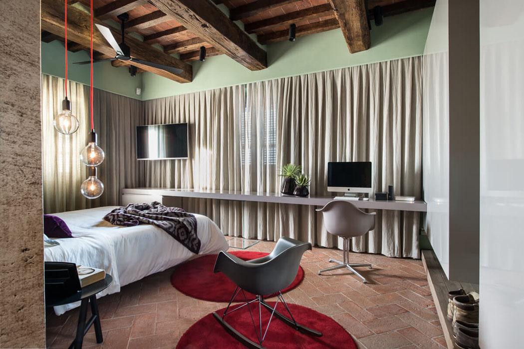 Jolie maison provinciale l esprit clectique au c ur de la campagne italienne vivons maison - Bureau chambre adolescent ...