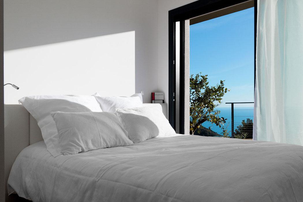 moderne et originale maison d architecte monaco avec une magnifique vue vivons maison. Black Bedroom Furniture Sets. Home Design Ideas