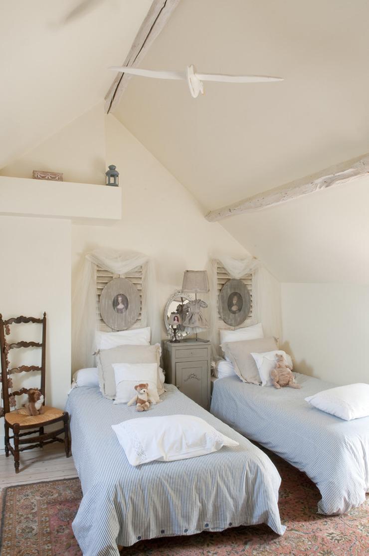 jolie maison de campagne au design romantique en france. Black Bedroom Furniture Sets. Home Design Ideas
