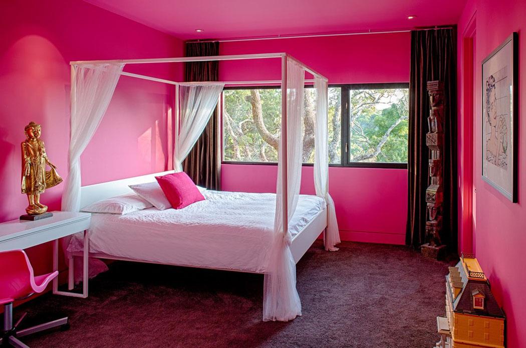 Belle maison r nov e au design moderne et d co contrast e - Chambre toute rose ...