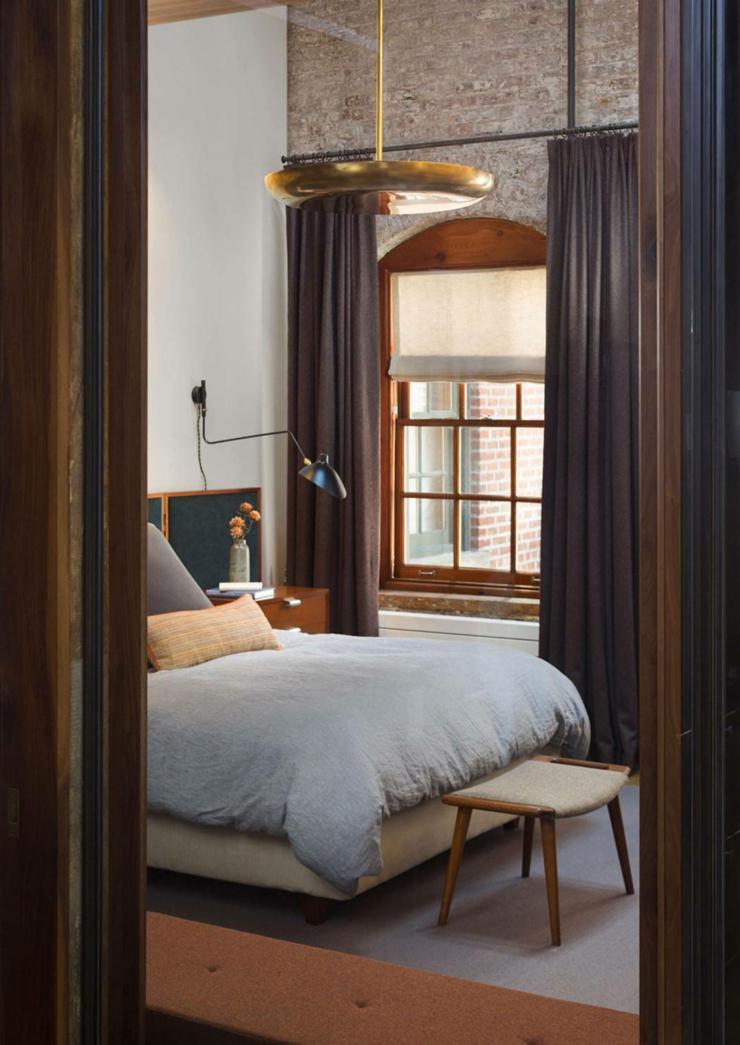 chambre coucher pas trs grande de ce loft industriel - Chambre Loft New Yorkais