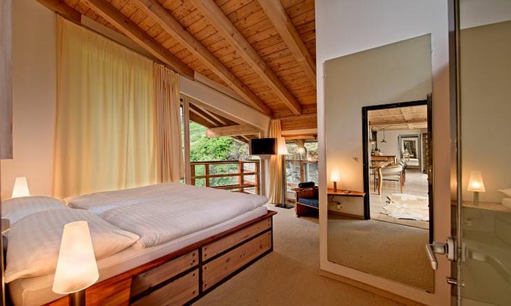 Ce chalet julien heinz zermatt une location de vacances unique vivons maison for Chambre style chalet montagne