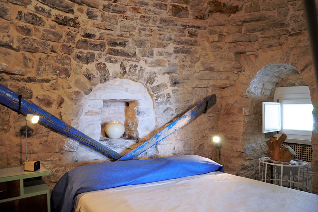 chambre mur en pierre cuisine avec mur en pierre good marvelous cuisine moderne rouge salon. Black Bedroom Furniture Sets. Home Design Ideas
