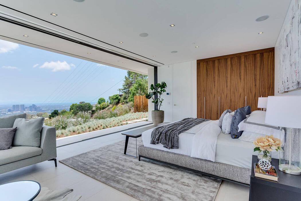 Belle maison neuve fraichement construite sur les collines for Les plus belles chambres a coucher design
