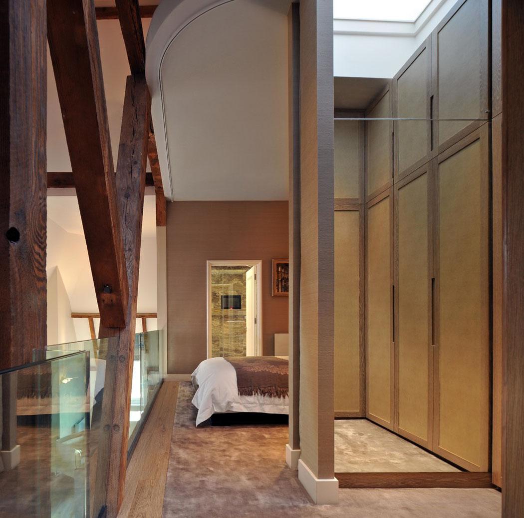 un triplex l gant une r sidence de luxe atypique au. Black Bedroom Furniture Sets. Home Design Ideas