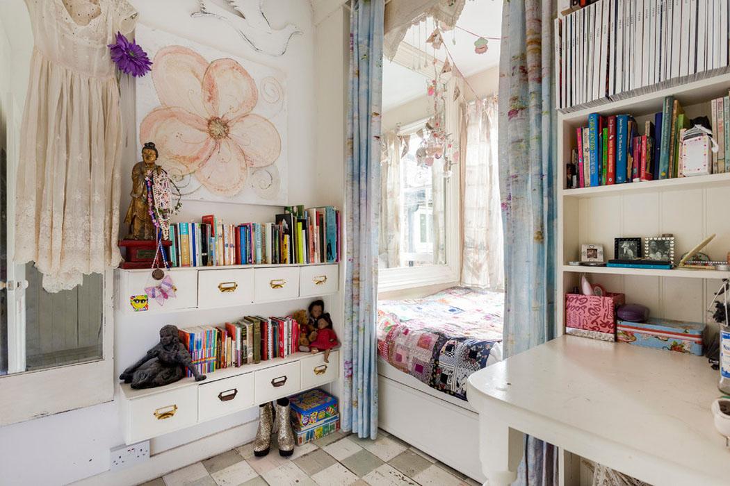 Ancienne maison de charme au design int rieur cr atif dans for Surface minimum d une chambre