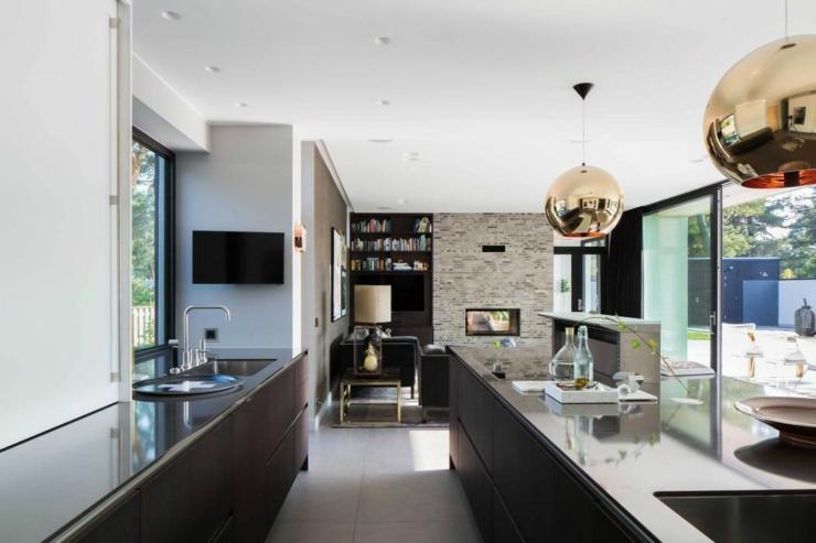 Belle maison familiale dans le sud de la su de vivons maison for Grande cuisine ouverte