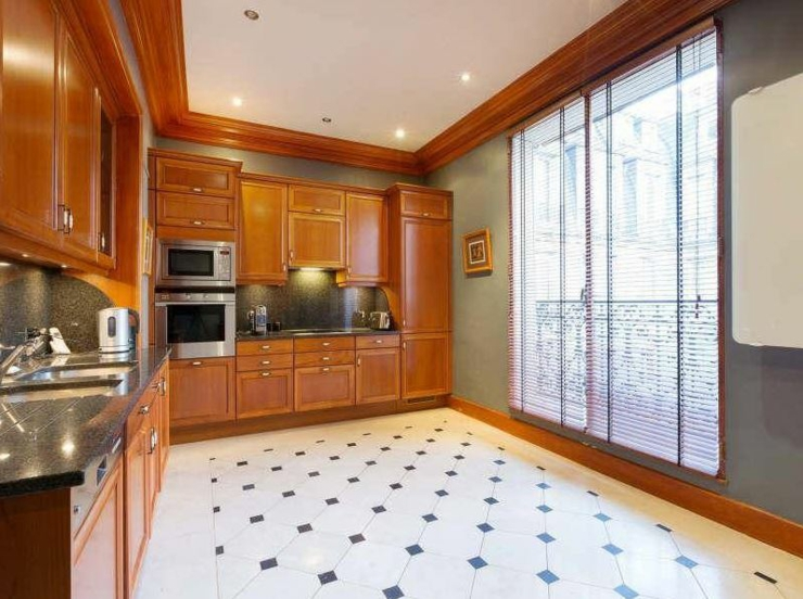 Immobilier de luxe avec vue sur la tour eiffel vivons maison for Appartement maison paris