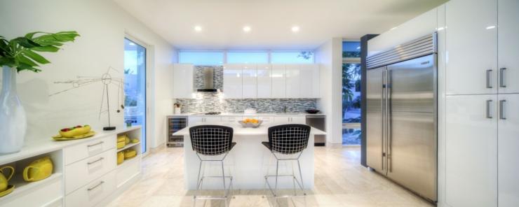 Maison moderne de luxe interieur cuisine - La demeure moderne gb house par mmeb architects ...