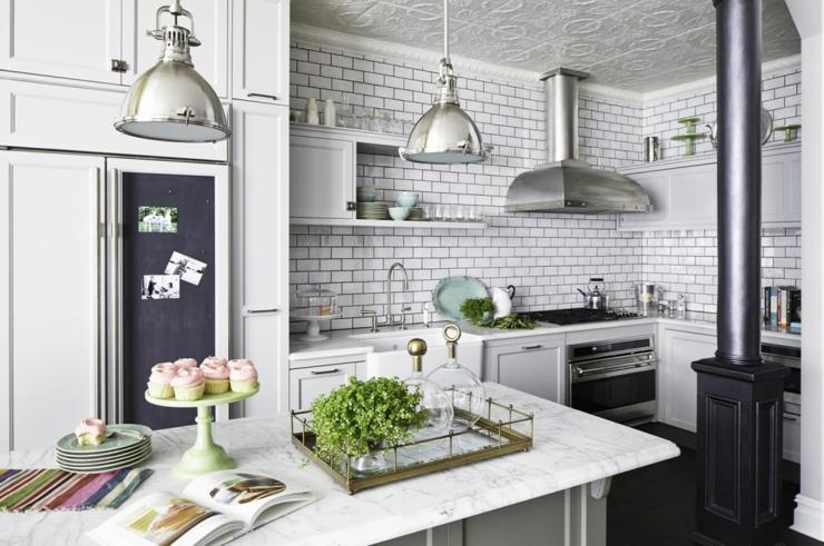 Maison de ville au design int rieur familial vivons maison for Petite cuisine retro