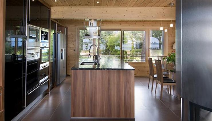 Maison en bois construite en bretagne au design int rieur for Interieur de cuisine americaine