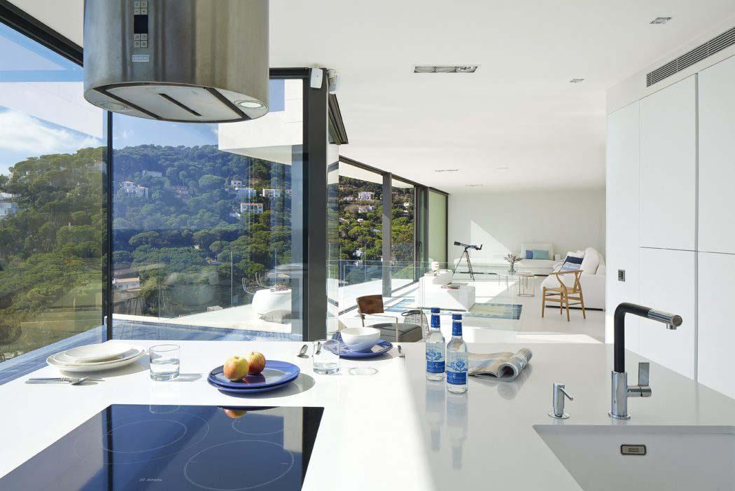 Belle maison de vacances avec vue panoramique sur la c te for Cuisine ouverte villa