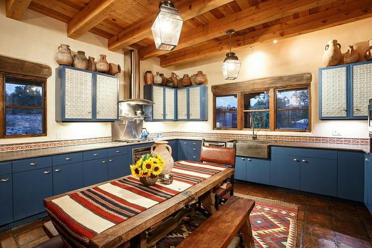 Superbe maison rustique inspir e par le style mexicain for Cuisine bois rustique