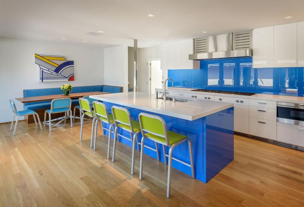 Belle maison de vacances au design int rieur contemporain - Belles cuisines traditionnelles ...