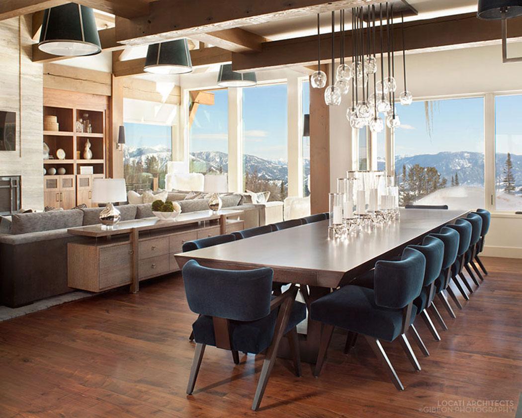 Belle r sidence de luxe montana avec de splendides vue for Salle a manger de luxe en bois