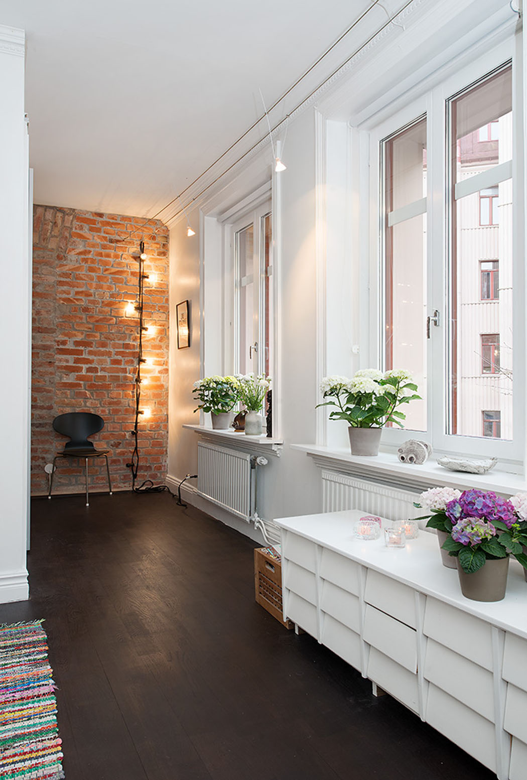 Bel appartement duplex g teborg l agencement atypique et design scandinave vivons maison - Entree decoratie interieur ...