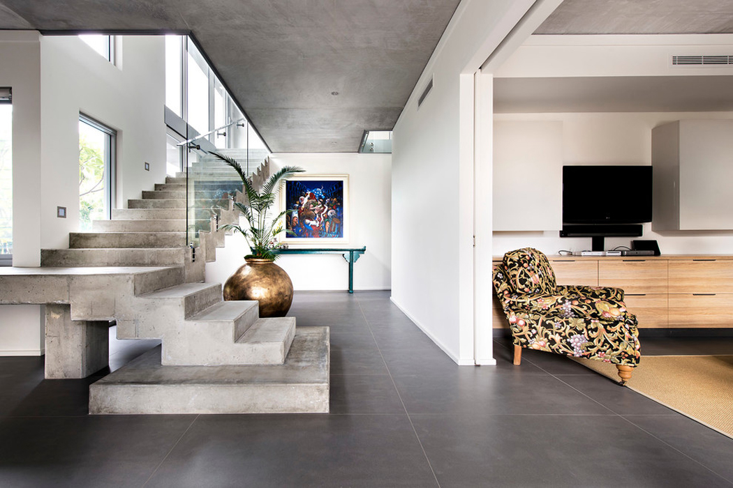 Jolie maison contemporaine construite dans la ville - Interieur maison contemporaine photos ...