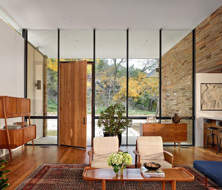 Lentrée principale de magnifique maison moderne aux influences rétro