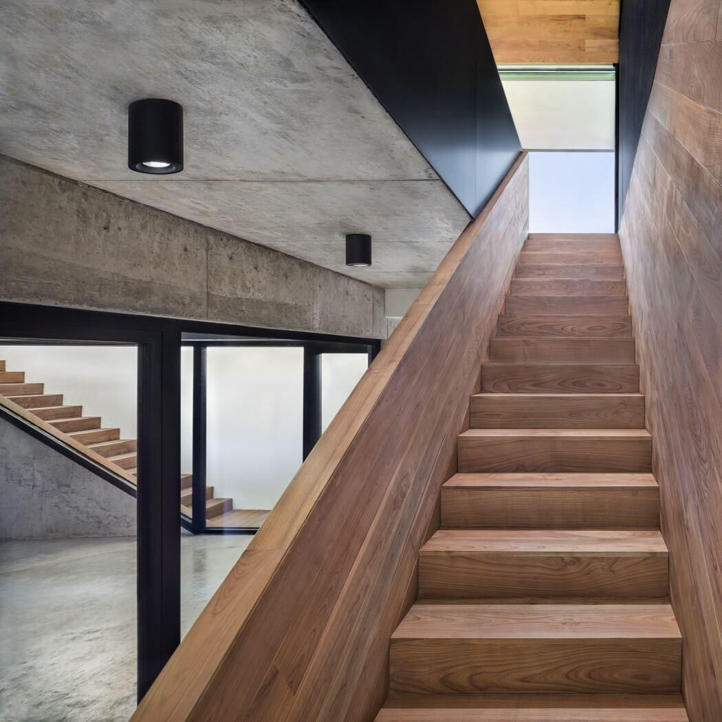 maison d architecte en bulgarie offrant une superbe vue. Black Bedroom Furniture Sets. Home Design Ideas