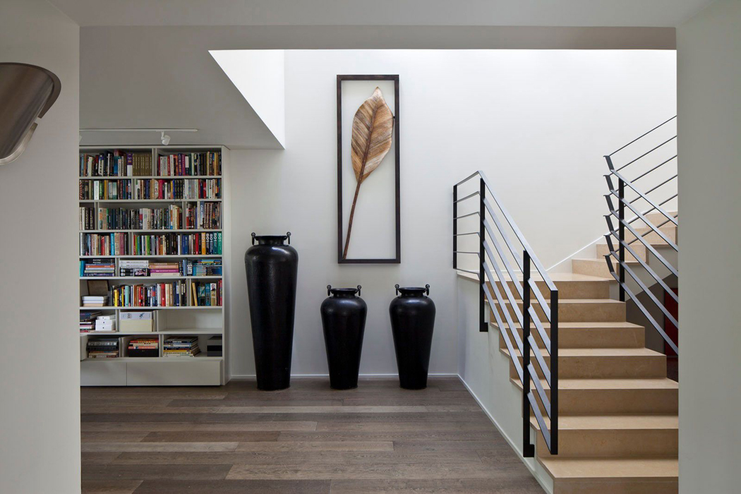 interieur maison contemporaine escalier. Black Bedroom Furniture Sets. Home Design Ideas