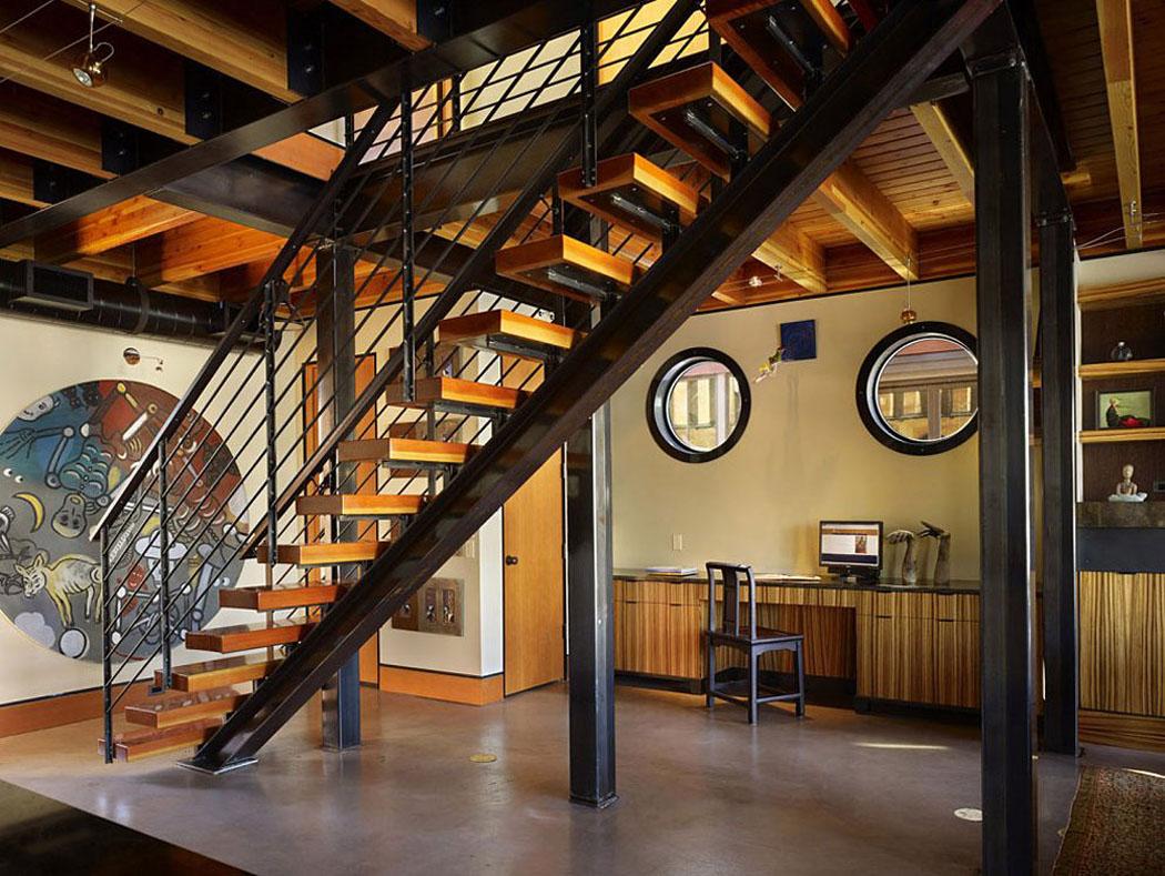 Maison originale sur l\'eau au design intérieur industriel près de ...