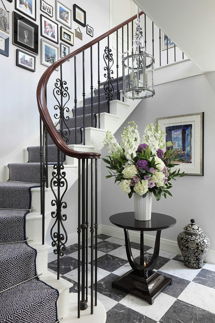 Belle maison l int rieur design so british vivons for Decoration escalier interieur maison