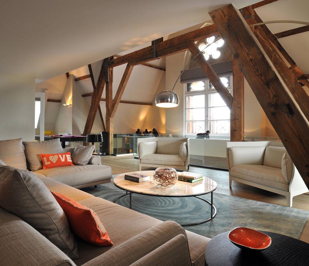 Un triplex l gant une r sidence de luxe atypique au for Interieur stylist amsterdam