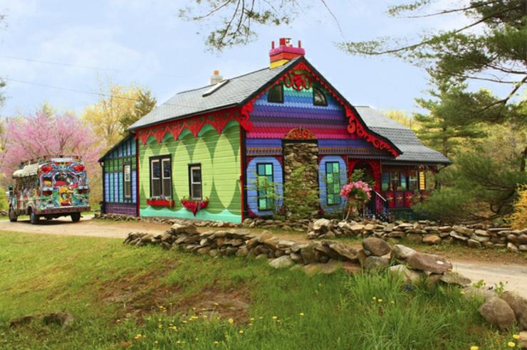 Maison originale et unique dans son genre dans l tat de - Maison provinciale rustique campagne svetti ...