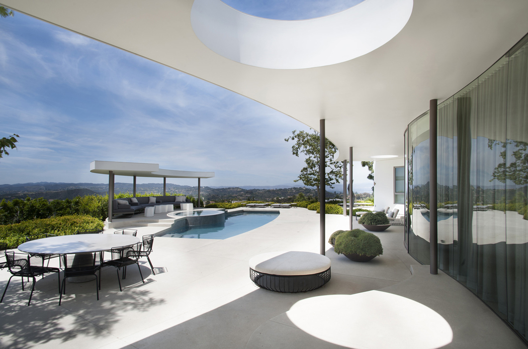 Superbe maison d architecte totalement r nov e beverly hills vivons maison - Photo de terrasse moderne ...
