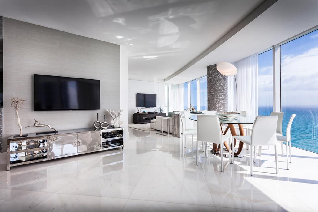 Appartement de luxe avec belle vue sur l eau situ sur la for Appartement ultra design