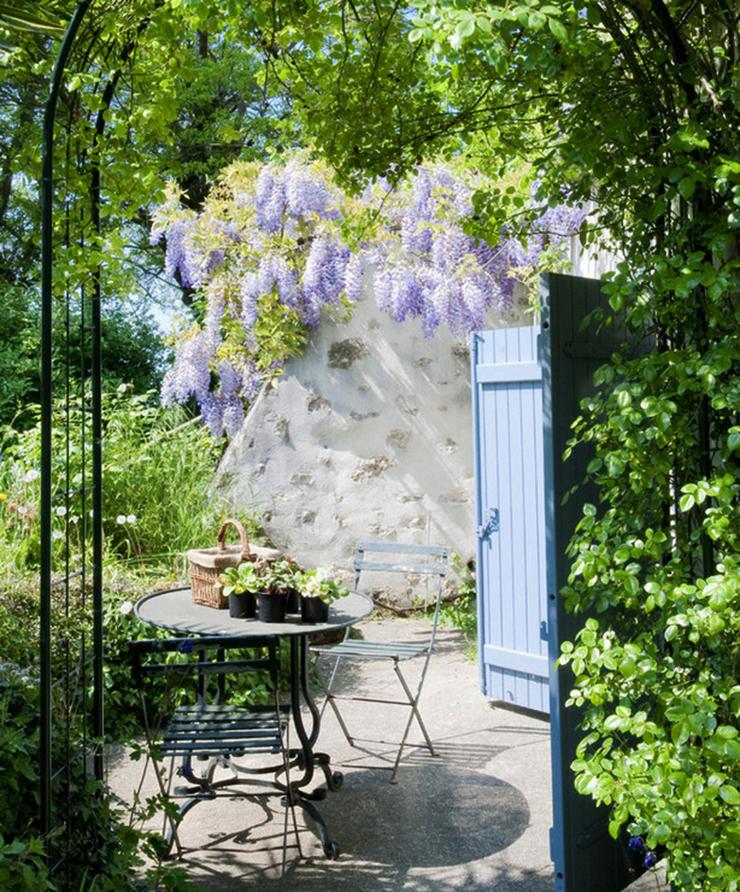 Jolie maison de campagne au design romantique en france - Petit jardin romantique tours ...