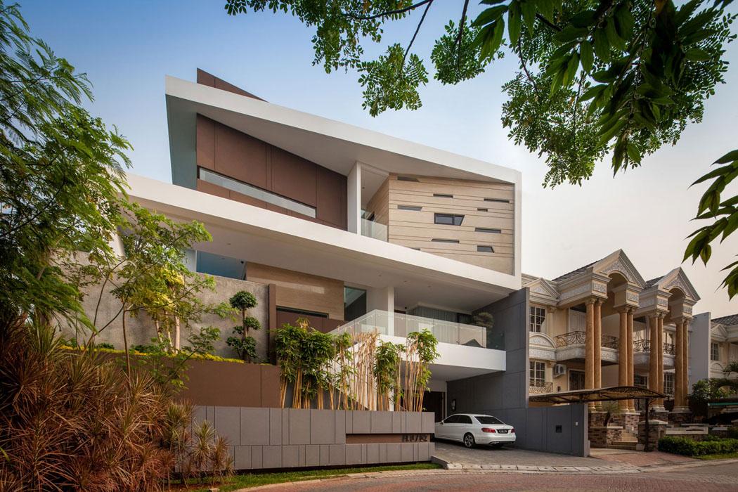 maison moderne l architecture contemporaine au c ur de la capitale indon sienne vivons maison. Black Bedroom Furniture Sets. Home Design Ideas