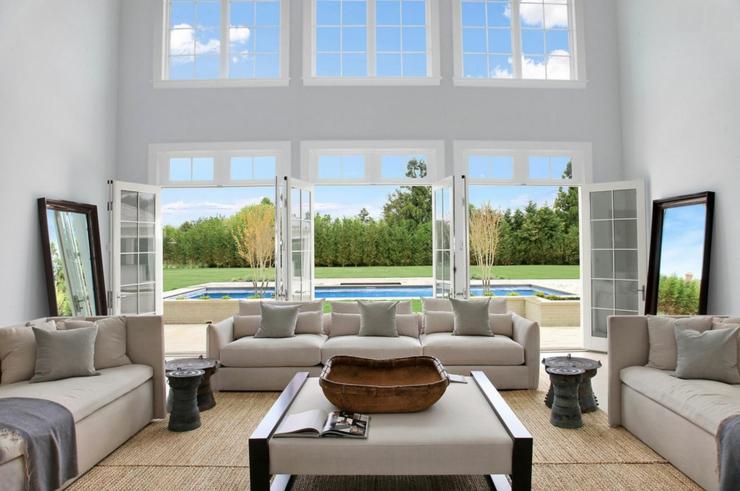 Maison neuve l int rieur baign par la lumi re dans les hamptons etats unis vivons maison - Les plus beaux interieurs de maison ...