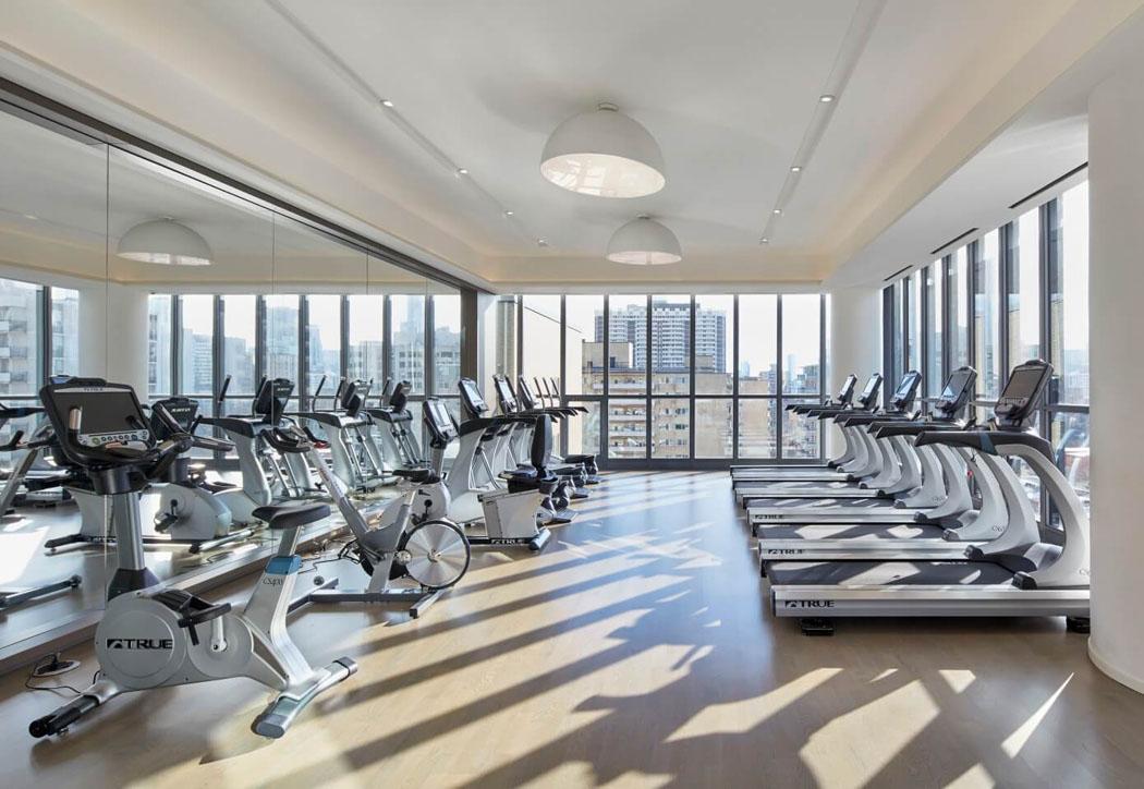 Immeuble De Prestige Offrant Un Interieur Luxueux Au Centre