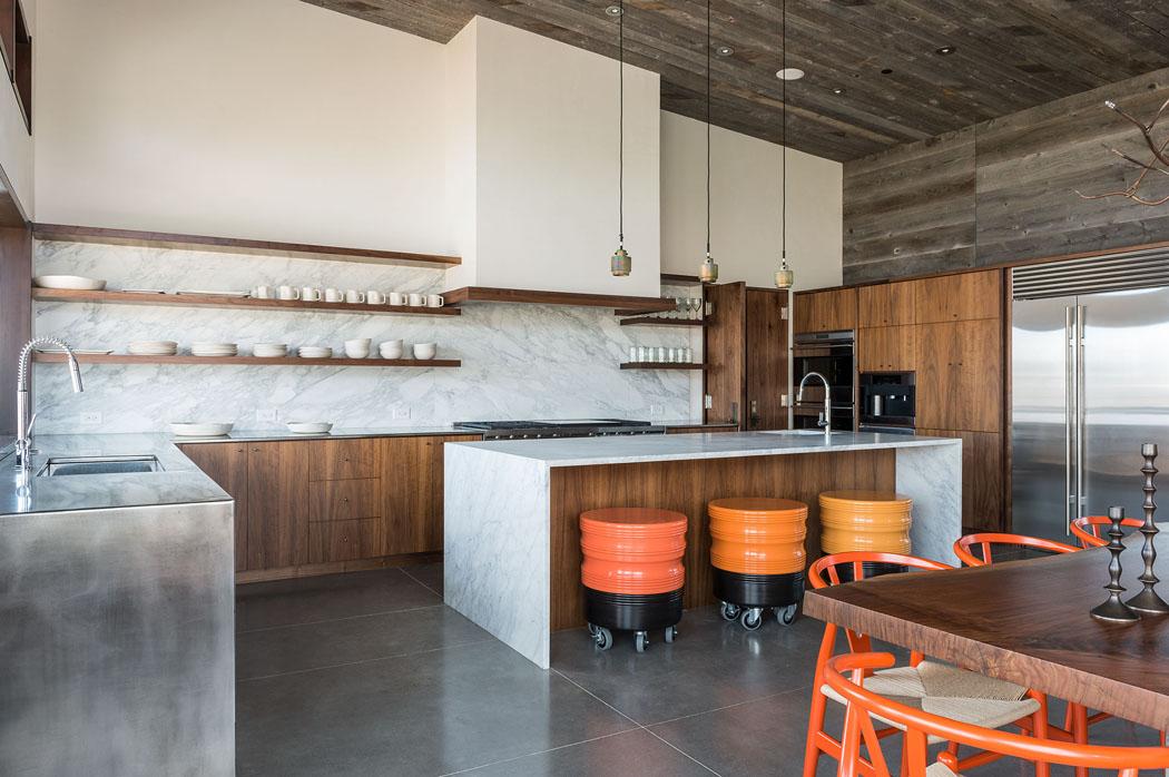 Une maison rustique modernis e dans l esprit clectique for Grande cuisine ouverte