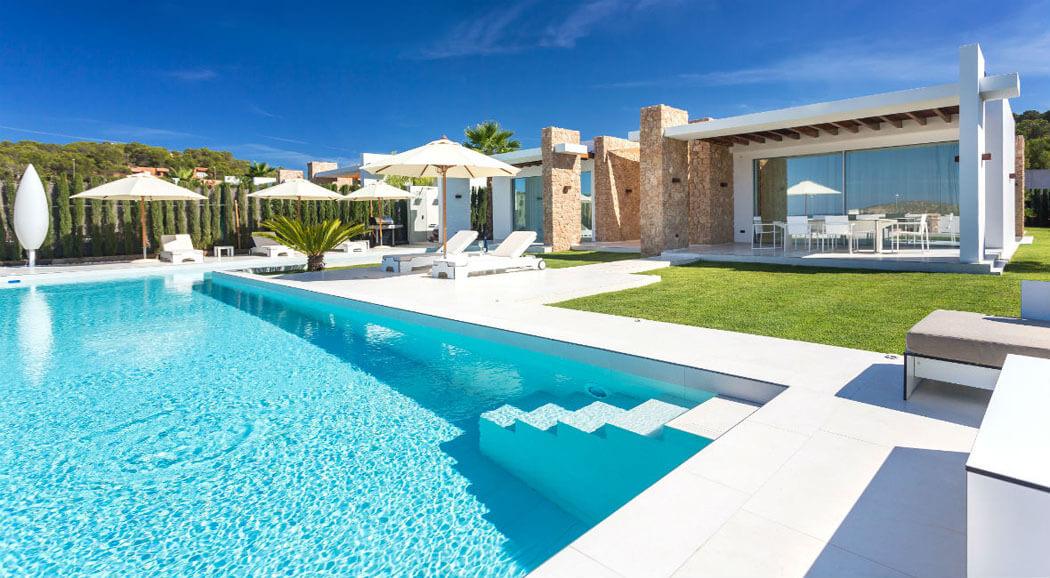 Magnifique villa de luxe ibiza l emplacement et for Model de villa de luxe