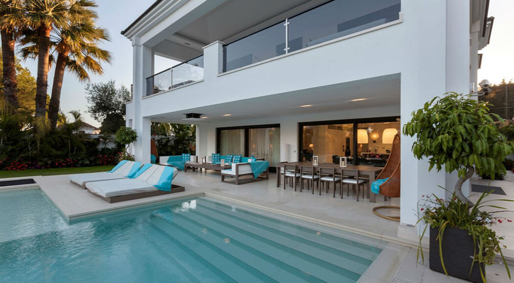 Magnifique villa louer pour des vacances ensoleill es et for Piscine marbella
