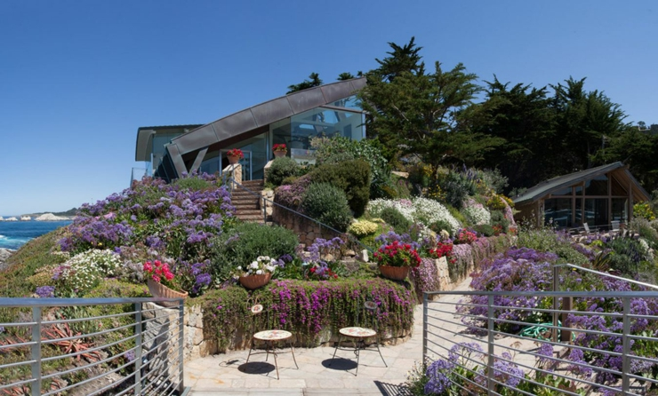 architecture moderne pour une maison californienne perch e sur la colline vivons maison. Black Bedroom Furniture Sets. Home Design Ideas