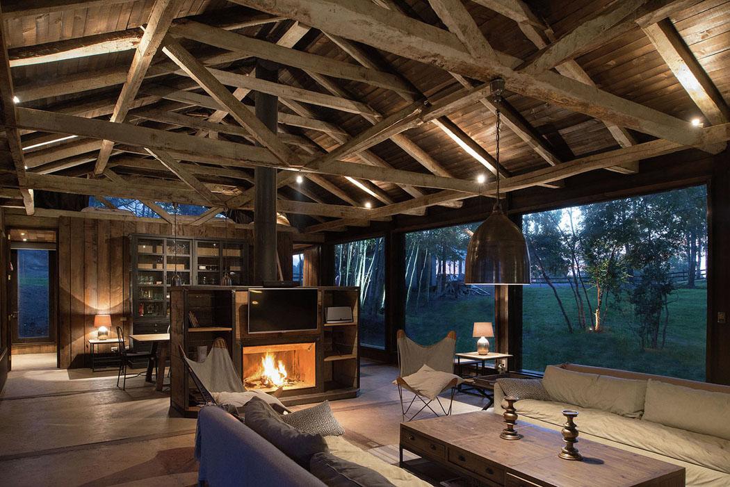 Une grange en bois transform e en jolie maison de vacances for Architecte pour les maisons
